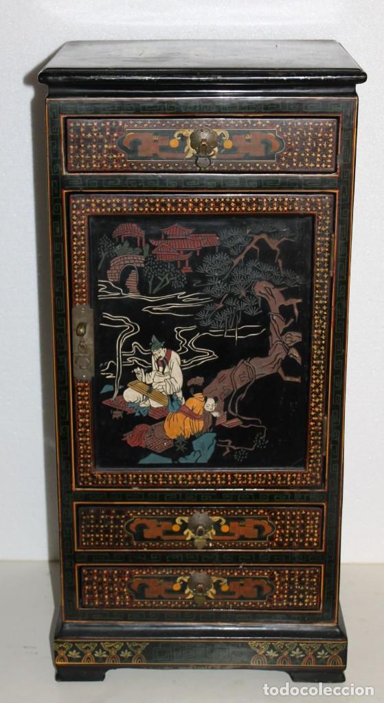 Antigüedades: Mueble chino en madera lacada, pintada a mano con aplicaciones. Mediados del siglo XX - Foto 2 - 289239938