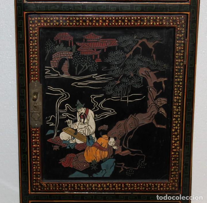 Antigüedades: Mueble chino en madera lacada, pintada a mano con aplicaciones. Mediados del siglo XX - Foto 3 - 289239938