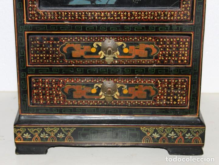Antigüedades: Mueble chino en madera lacada, pintada a mano con aplicaciones. Mediados del siglo XX - Foto 4 - 289239938
