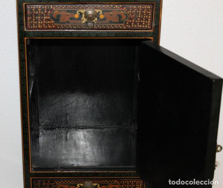 Antigüedades: Mueble chino en madera lacada, pintada a mano con aplicaciones. Mediados del siglo XX - Foto 5 - 289239938