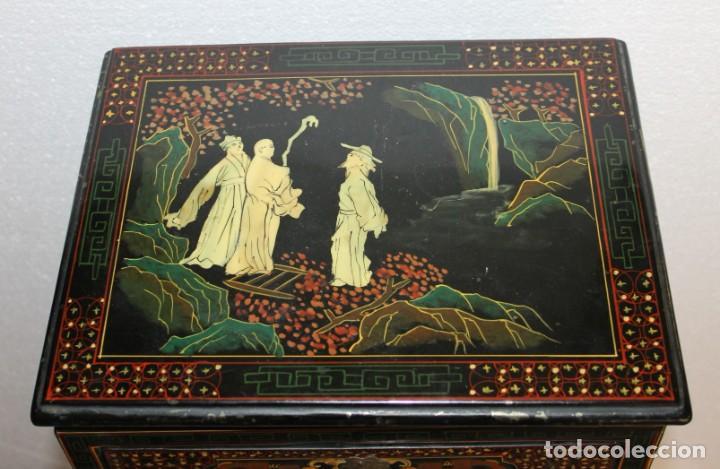 Antigüedades: Mueble chino en madera lacada, pintada a mano con aplicaciones. Mediados del siglo XX - Foto 6 - 289239938