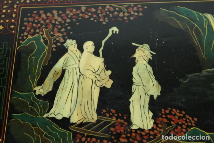 Antigüedades: Mueble chino en madera lacada, pintada a mano con aplicaciones. Mediados del siglo XX - Foto 7 - 289239938