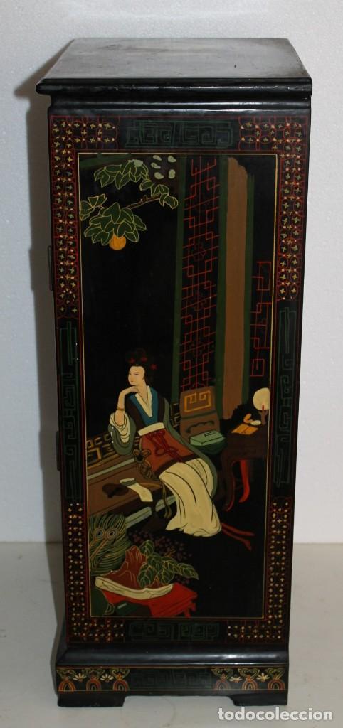Antigüedades: Mueble chino en madera lacada, pintada a mano con aplicaciones. Mediados del siglo XX - Foto 8 - 289239938
