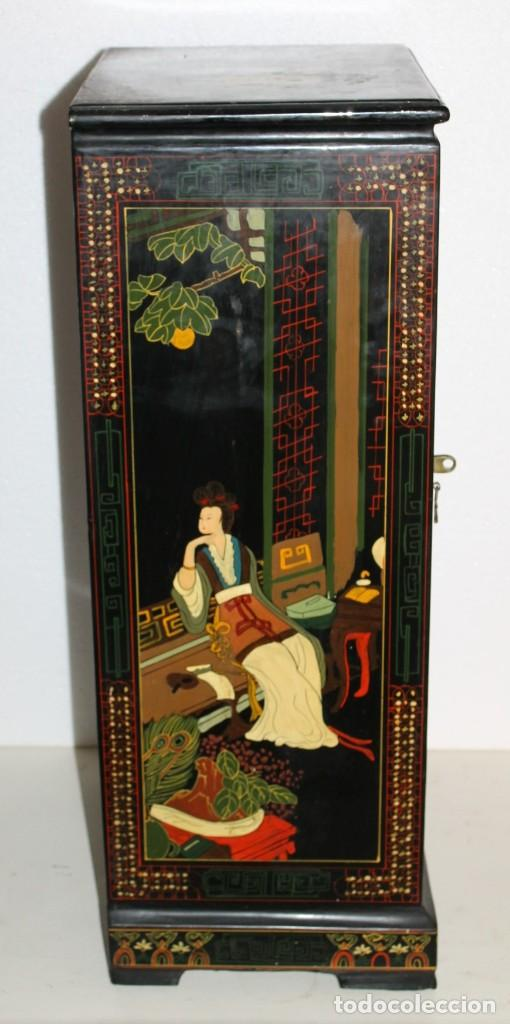 Antigüedades: Mueble chino en madera lacada, pintada a mano con aplicaciones. Mediados del siglo XX - Foto 10 - 289239938