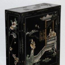 Antigüedades: MUEBLE CHINO EN MADERA LACADA, PINTADA A MANO Y APLICACIONES. MEDIADOS DEL SIGLO XX. Lote 289240623