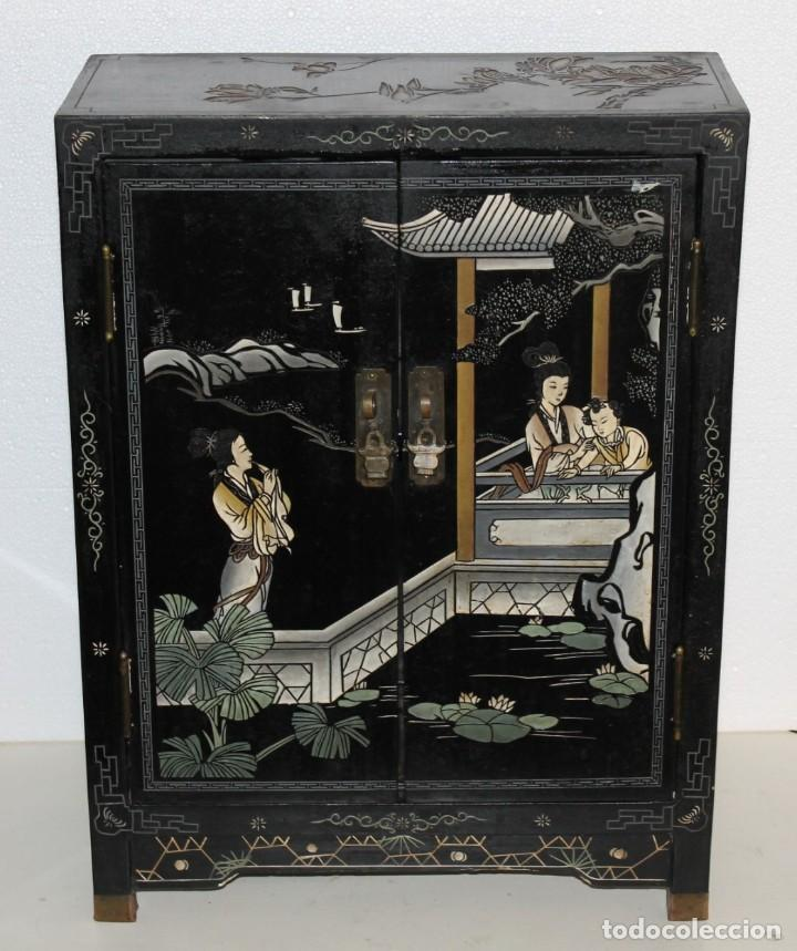 Antigüedades: Mueble chino en madera lacada, pintada a mano y aplicaciones. Mediados del siglo XX - Foto 2 - 289240623