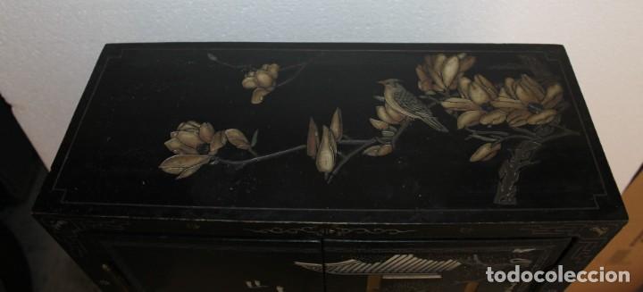Antigüedades: Mueble chino en madera lacada, pintada a mano y aplicaciones. Mediados del siglo XX - Foto 9 - 289240623