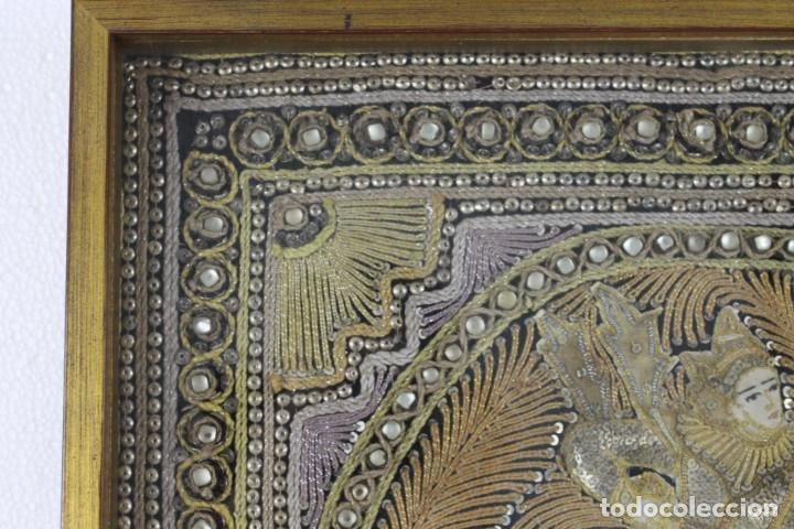 Antigüedades: Tapiz Indio bordado con hilos, lentejuelas y cristales con marco de madera. Años 60 - Foto 5 - 289248868