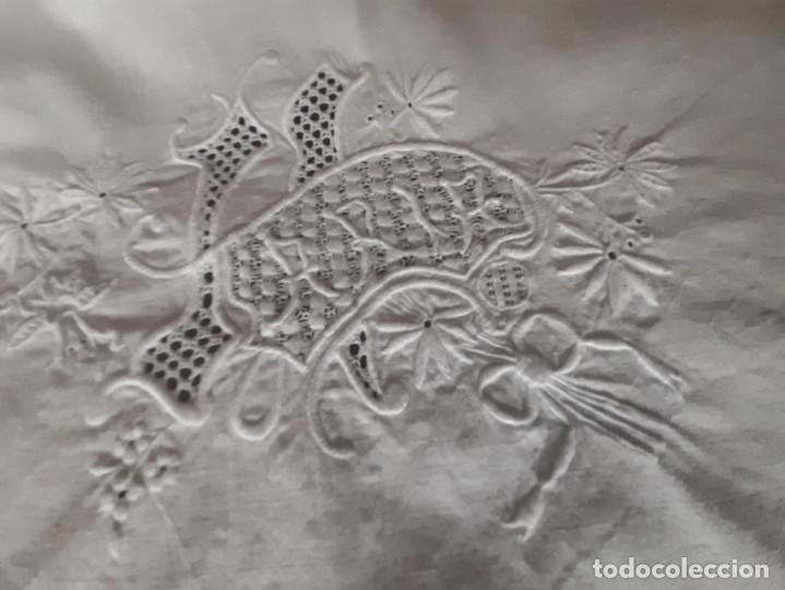 Antigüedades: ANTIGUA SABANA CON BONITO BORDADO Y CALADO, CON EL NOMBRE DE MARIA. - Foto 8 - 289258348