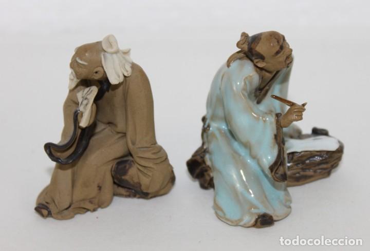 Antigüedades: Dos figuras de sabios chinos en terracota policromada - Foto 2 - 289328923