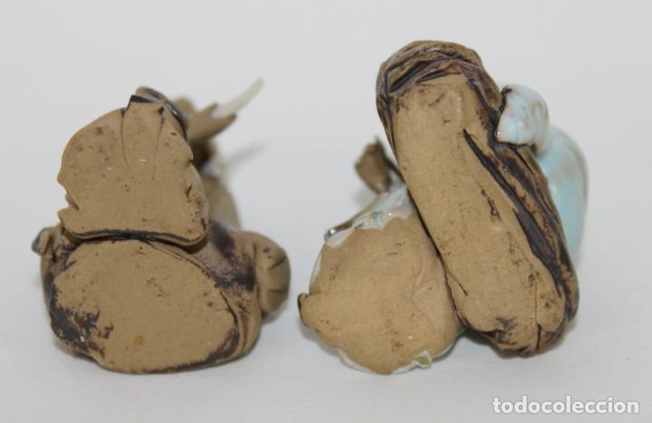 Antigüedades: Dos figuras de sabios chinos en terracota policromada - Foto 4 - 289328923