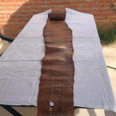 Antigüedades: PIEL DE SERPIENTE, TROFEO DE CAZA, 3,20 METROS, CURTIDA, POSIBLEMENTE ANACONDA. BUEN ESTADO. ORIGINA. Lote 289330228