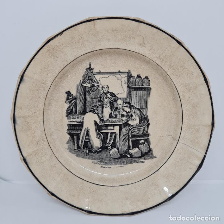 MUY BONITO PLATO,AMBICION AL DINERO,CERAMICA DE LA AMISTAD,CARTAGENA,(MURCIA),S. XIX (Antigüedades - Porcelanas y Cerámicas - Cartagena)
