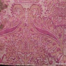 Antigüedades: BROCATEL CONFECCIONADO MANUALMENTE EN LINO Y SEDA. SIGLOS XVII-XVIII. MIDE 52 X 52 CM.. Lote 289362423