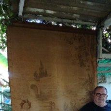 Antigüedades: GRAN TAPIZ DE COLGAR ESCENA ROMANTICA AROXIMADO 320 X 140 CM - VER FOTOS. Lote 289465443