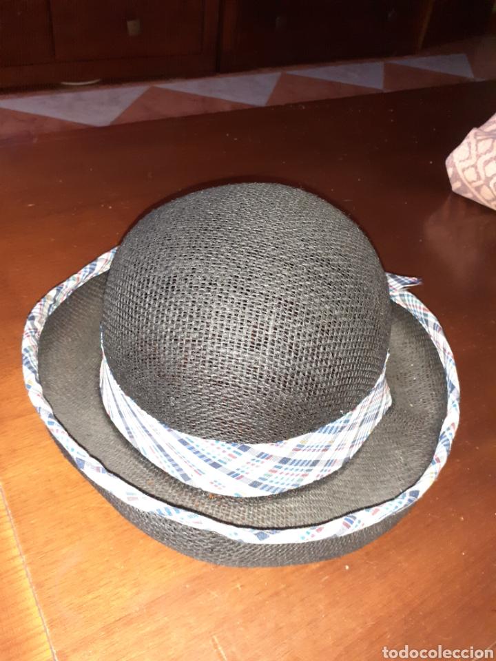 SOMBREO DE SEÑORA ,AÑOS 70 .ESTA NUEVO ,ES UN RESTO DE TIENDA. (Antigüedades - Moda - Sombreros Antiguos)