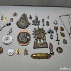 Antigüedades: LOTE ROSARIO, MEDALLAS Y CHAPAS RELIGIOSAS ALGUNA EN PLATA. Lote 289535303
