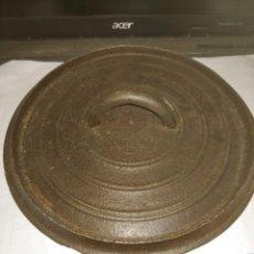 Antigüedades: ANTIGUO TAPE DE OLLA HIERRO FUNDIDO. Lote 289546083