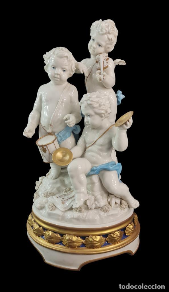 GRAN GRUPO ORQUESTAL ÁNGELES ALGORA. MUY RARO A DOS TONOS AZUL Y ORO. 44X25CM APROX. PORCELANA (Antigüedades - Porcelanas y Cerámicas - Algora)