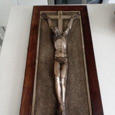 Antigüedades: ANTIGUO CRISTO CRUCIFICADO PELTRE ESTAÑO CON MARCO DE MADERA, PERFECTO ESTADO. Lote 289691403
