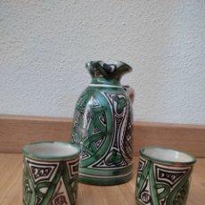 Antigüedades: JARRA CON DOS VASOS CERÁMICA TERUEL.. Lote 289698638