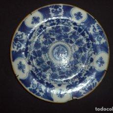 Antigüedades: PRATO DELFT COM DECORAÇÃO FLORAL PROFUSA - SÉC XVIII. Lote 289707373
