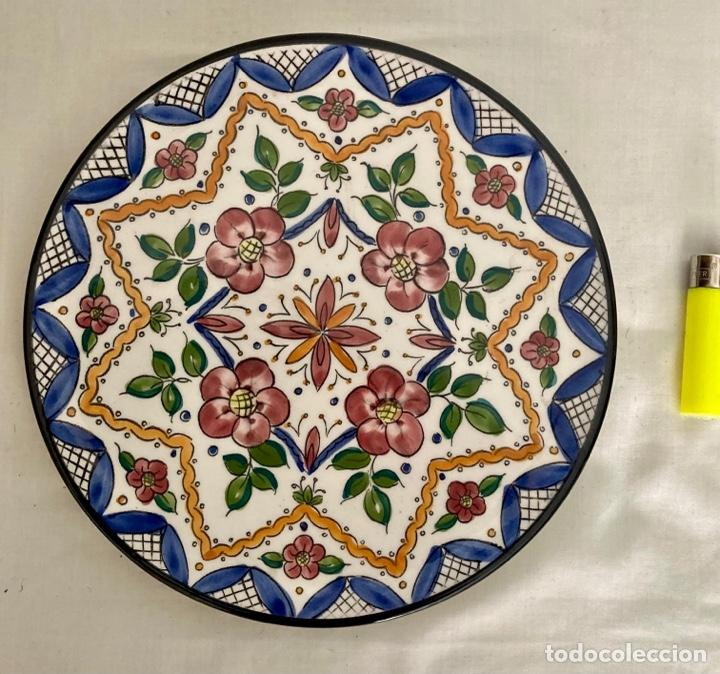 PLATO DE PORCELANA CERAMAR , PINTADO A MANO , (Antigüedades - Porcelanas y Cerámicas - Manises)