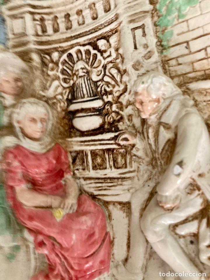 Antigüedades: Antiguo plato de cerámica , en relieve y pintado a mano , años 70 - Foto 3 - 289713683