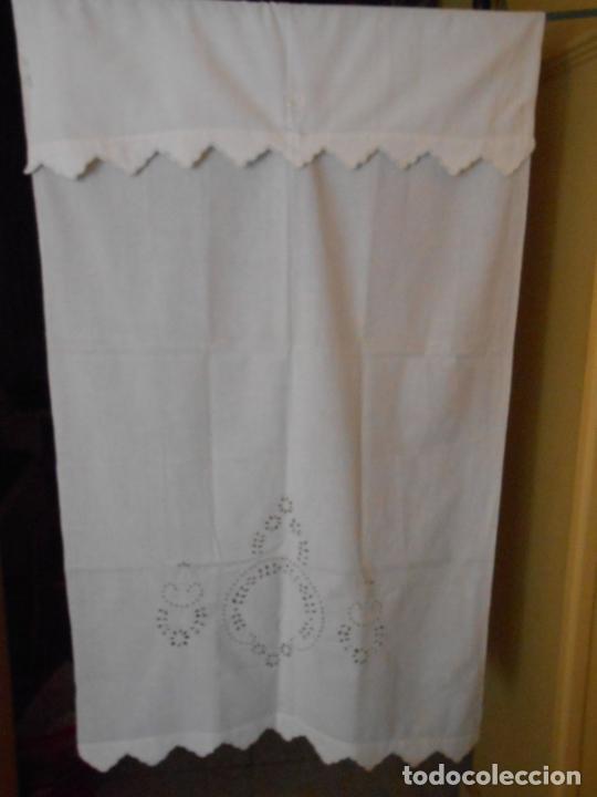 Antigüedades: Antiqua toalla / Cortina de lino con cenefa,bordados y monograma.Blanco 138 x 70 cm. - Foto 5 - 289723833