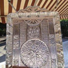 Antigüedades: BANDEJA CRISTAL PRENSADO SANTA LUCÍA CON TRES VASITOS. CARTAGENA. Lote 289723963