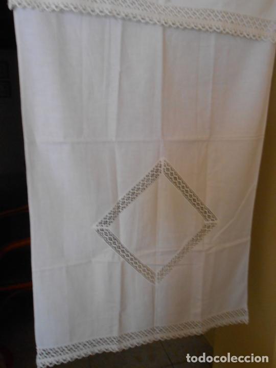 Antigüedades: Antiqua toalla / Cortina de llino.Blanco.Con puntilla y entredos 116 x 67 cm. - Foto 2 - 289729223