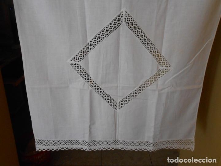 Antigüedades: Antiqua toalla / Cortina de llino.Blanco.Con puntilla y entredos 116 x 67 cm. - Foto 3 - 289729223
