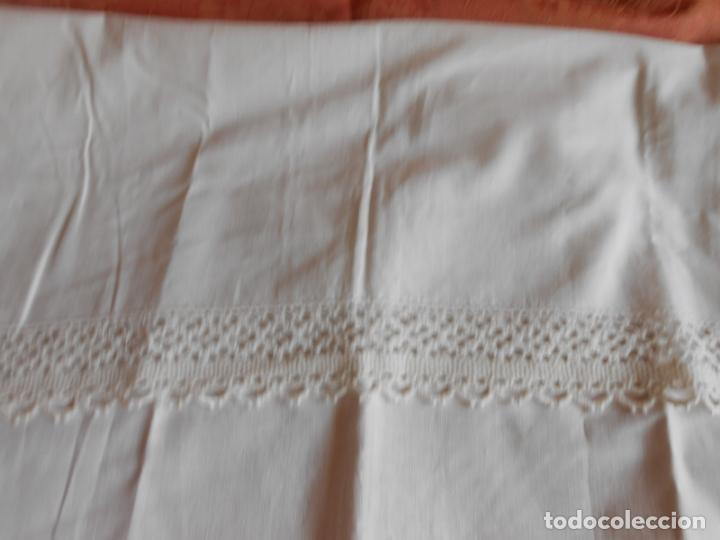 Antigüedades: Antiqua toalla / Cortina de llino.Blanco.Con puntilla y entredos 116 x 67 cm. - Foto 5 - 289729223