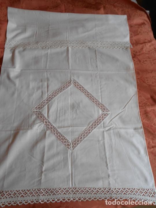 Antigüedades: Antiqua toalla / Cortina de llino.Blanco.Con puntilla y entredos 116 x 67 cm. - Foto 8 - 289729223