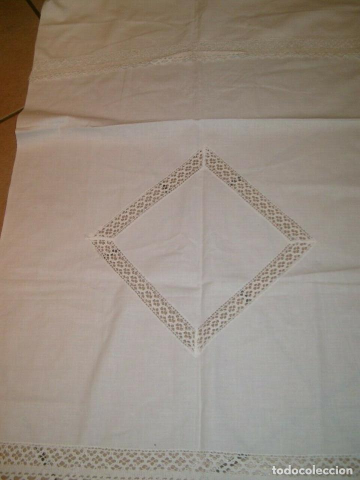 Antigüedades: Antiqua toalla / Cortina de llino.Blanco.Con puntilla y entredos 116 x 67 cm. - Foto 9 - 289729223