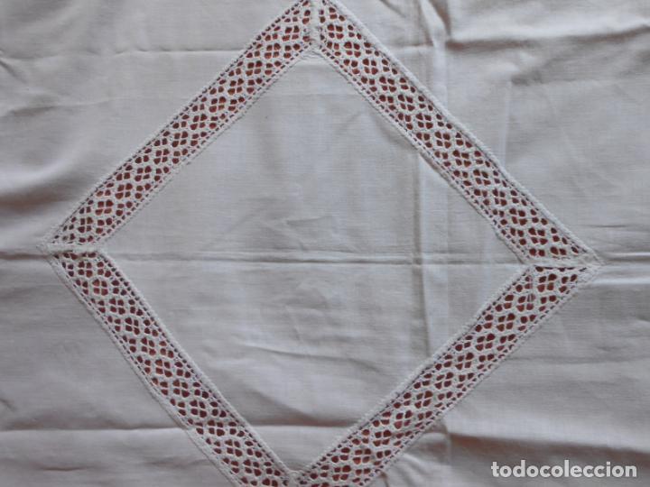 Antigüedades: Antiqua toalla / Cortina de llino.Blanco.Con puntilla y entredos 116 x 67 cm. - Foto 11 - 289729223