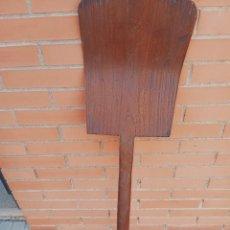 Antigüedades: ANTIGUA PALA DE MADERA DE ABLENTAR, DE UNA SOLA PIEZA. Lote 289753513