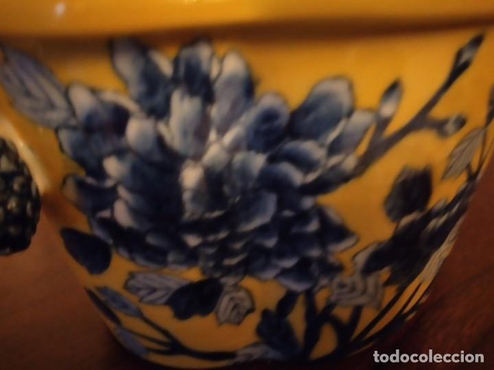 Antigüedades: Antiguo centro de mesa de PORCELANA CHINA UNITED WILSON JUWC 1897,flores azules sobre fondo amarillo - Foto 11 - 289754813