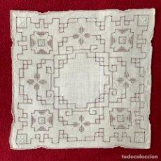 Antigüedades: PANUELO ANTIGUO CON TRAPANO DESHILADO. Lote 203971492