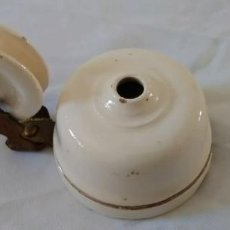 Antigüedades: APLIQUE PARA LÁMPARA DE TECHO EN PORCELANA CON RUEDA.. Lote 289868933