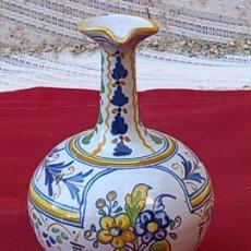 Antigüedades: JARRA EN CERAMICA PINTADA Y VIDRIADA DE TALAVERA DE LA REINA ( TOLEDO ) DURAN.. Lote 290060428