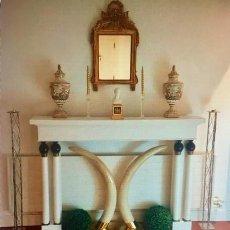 Antigüedades: CONSOLA EXTERIOR CHIMENEA-MADERA MACIZA LACADA Y BRONCE.. Lote 235886390