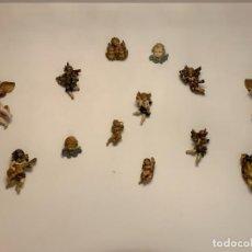 Antigüedades: JUEGO DE 13 ÁNGELES DE PARED CERÁMICA/MADERA, DIMENSIONES ENTRE 10 Y 20 CM. Lote 290313478