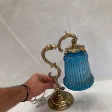 Oggetti Antichi: PRECIOSA LAMPARITA DE MESA,BRONCE PESADO!. Lote 290429548