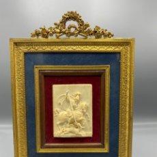 Antigüedades: SAN JORGE EN MARFIL CON MARCO DE BRONCE. Lote 290861948