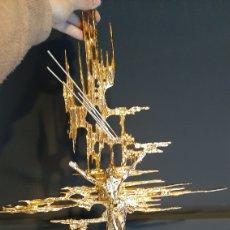 Antigüedades: CRISTO EN LA CRUZ DE BRONZE REPRODUCCION DE SALVADOR DALI EN GRAN. Lote 291161778