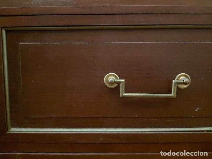Antigüedades: Cómoda o comodín estilo imperio en madera de caoba con adornos en dorado. - Foto 14 - 52400669