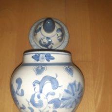 Antiquités: ANTIGUO JARRON CHINO PINTADO A MANO TONOS AZUL Y BLANCO, SELLADO. VER DESCRIPCIÓN. Lote 292394208