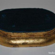 Antigüedades: PEANA DE MADERA DORADA - PANA AZUL - PEDESTAL - BASE - PIE. Lote 292618503