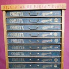 Antiguidades: ANTIGUA CAJONERA DE HILATURAS PUBLICIDAD FABRA Y COATS-COMETA CON 10 CAJONES VINTAGE. Lote 293248523